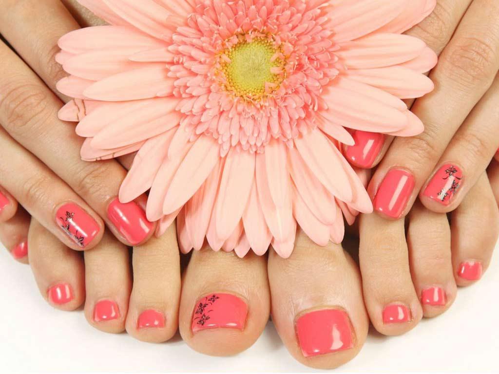 foto smalto piedi estate arancione