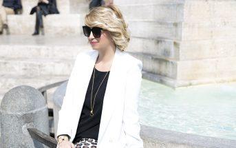 Foto di look primavera estate 2019: giacca bianca e top nero