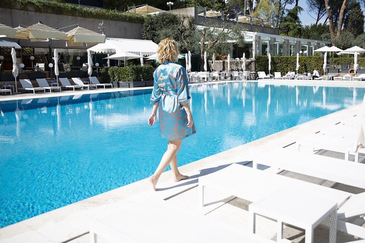 foto della piscina esterna del Rome Cavalieri Waldorf Astoria