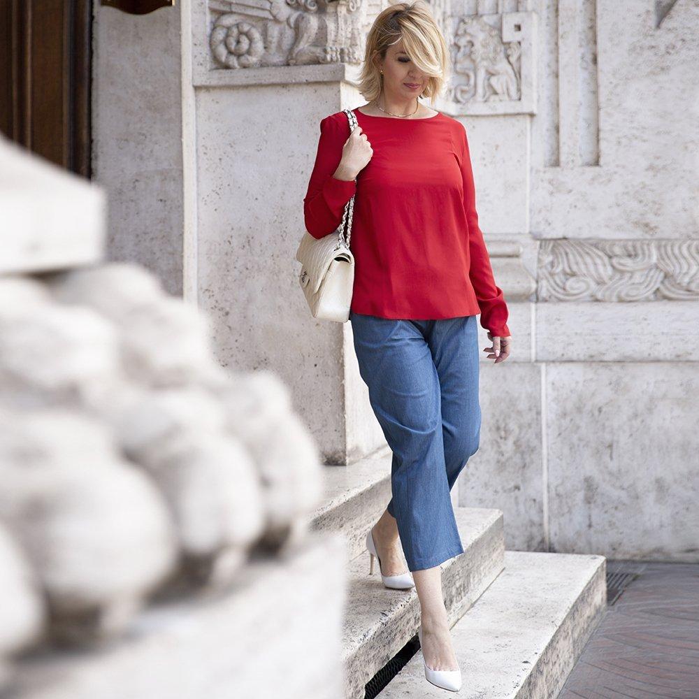 Foto di camicia rossa in seta a maniche lunghe