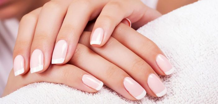 French Manicure 2019: Le Nuove Tendenze