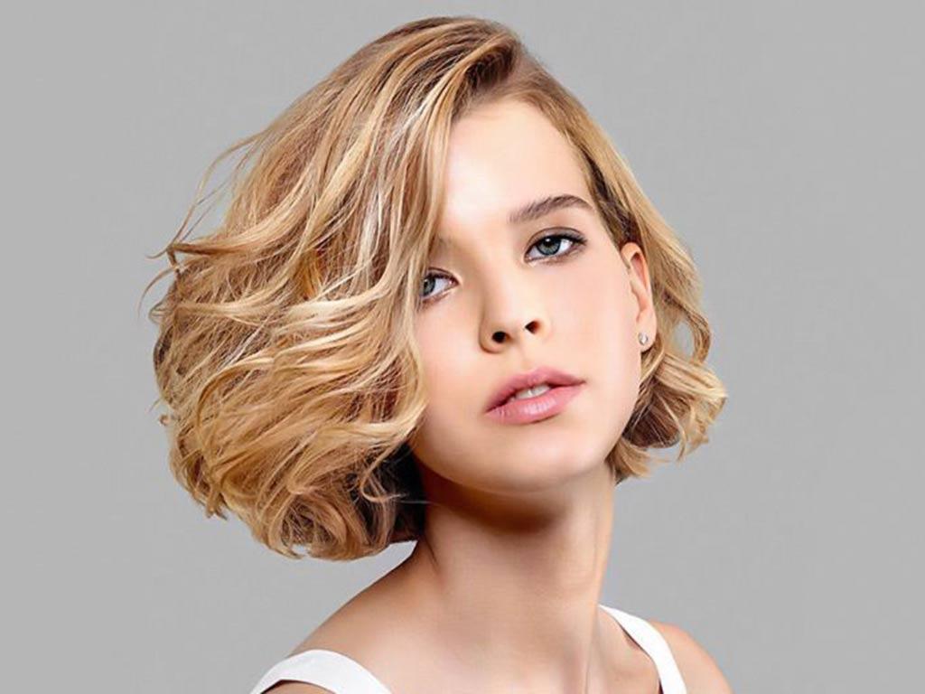 foto donna capelli biondi