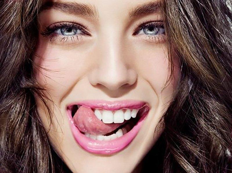 Foto di un sorriso di una modella