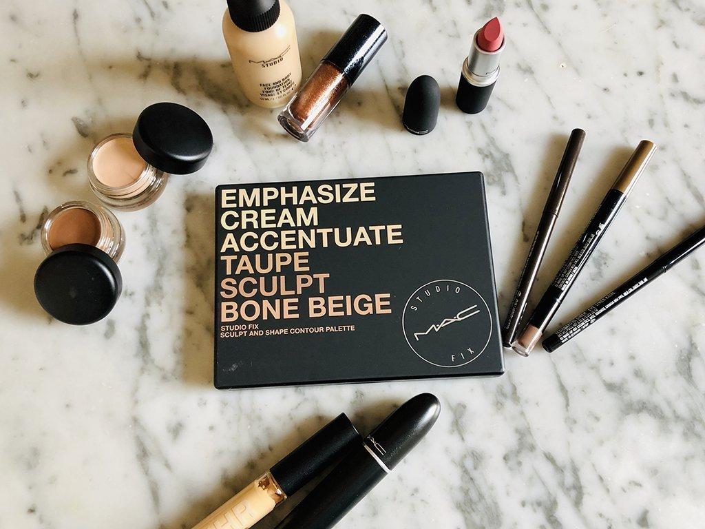 foto dei prodotti di Mac Cosmetics per un trucco naturale