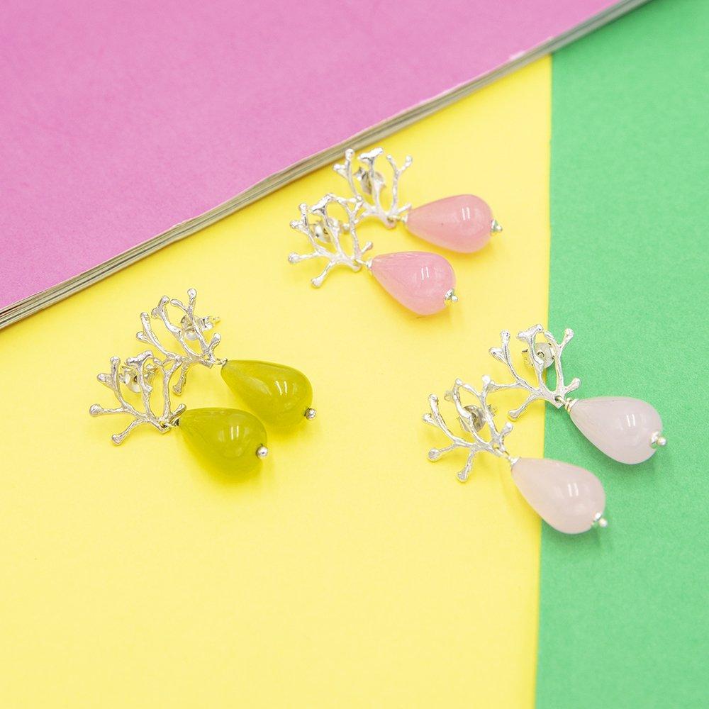 Orecchini con ramo corallo e perla come gioielli e bijoux 2019