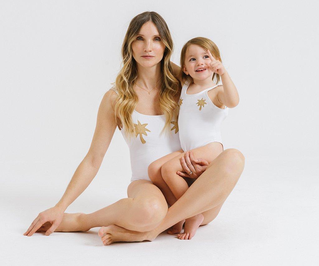 Foto dei costumi uguali per mamme e bambine
