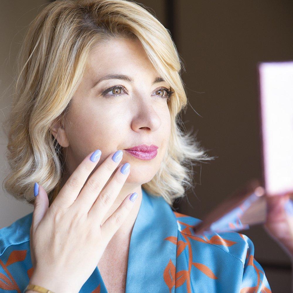 Foto di Claudia con la linea di smalti Estrosa