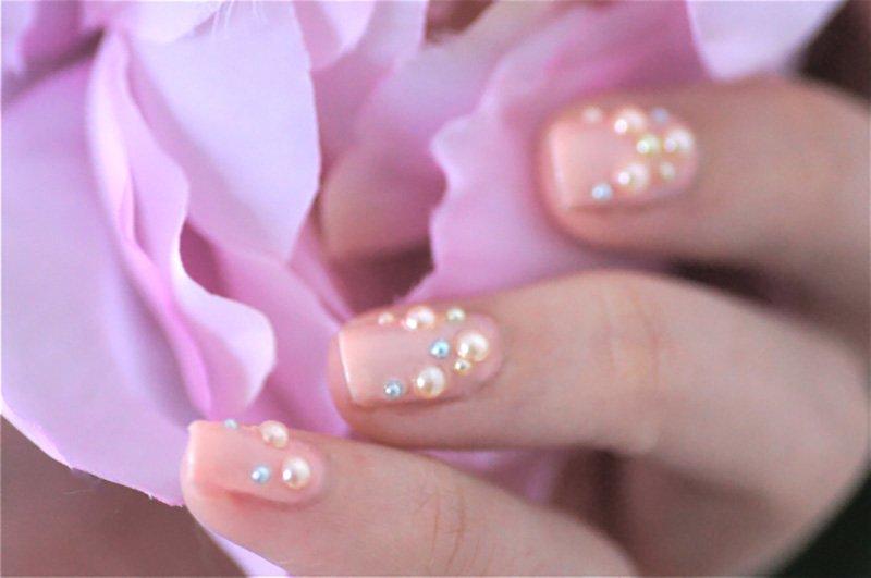 foto di unghie con perle