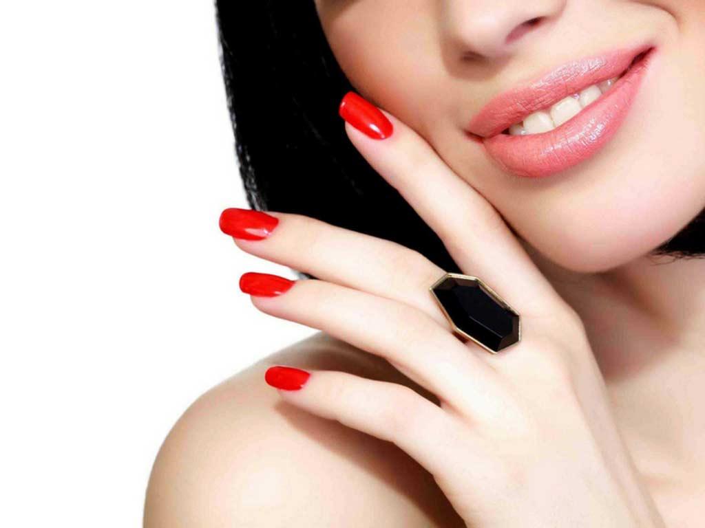 foto unghie rosse