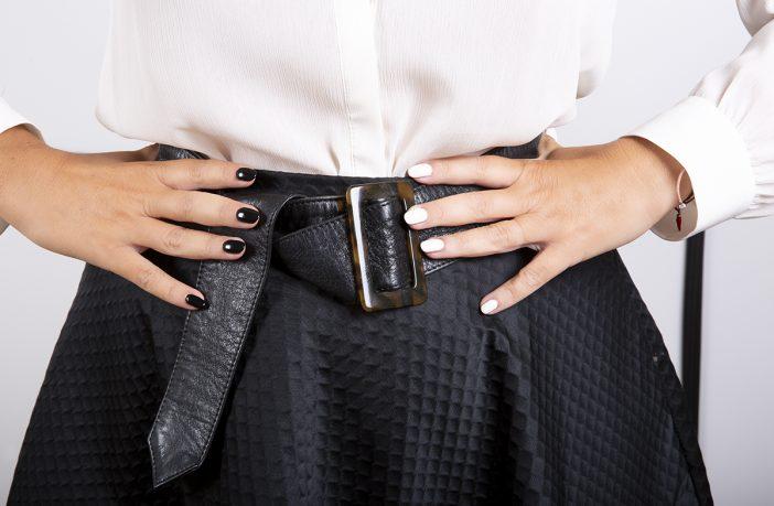 Foto della manicure con gli smalti Chanel Noir et Blanc