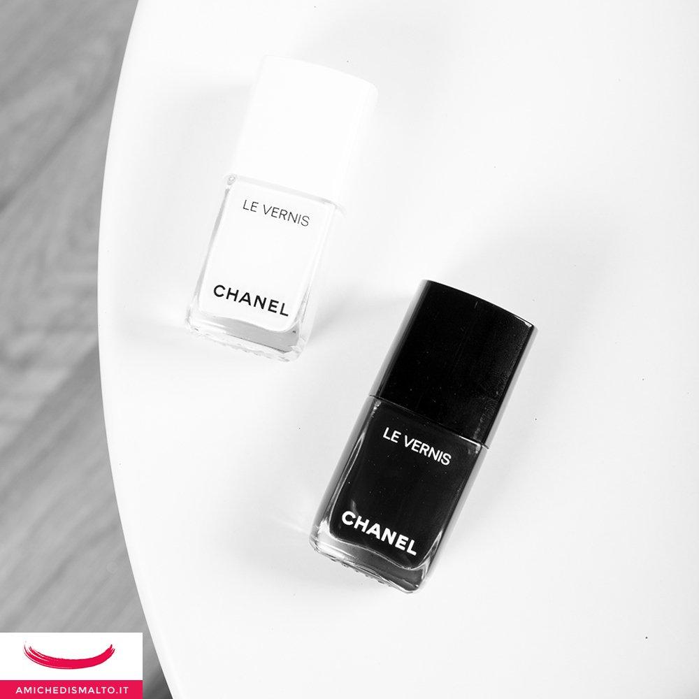 Foto degli smalti Chanel bianco e nero