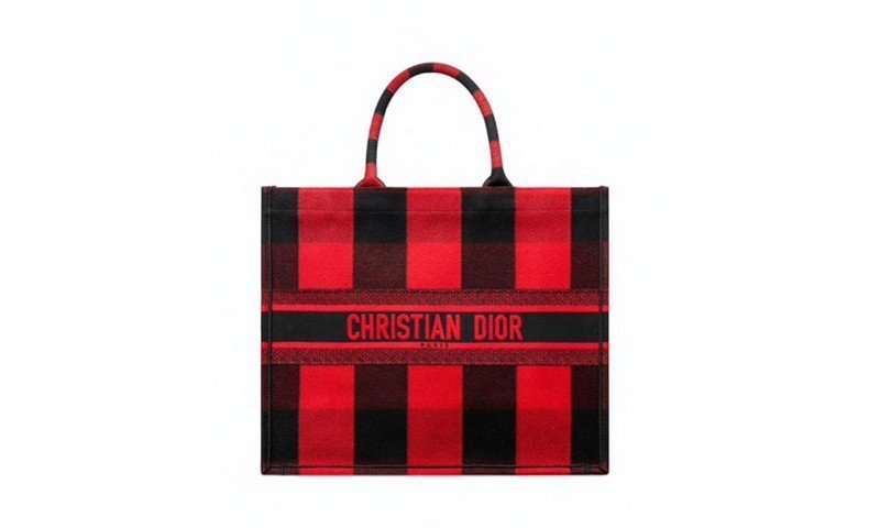 It Bag 2020: la book tote di Dior in versione tartan