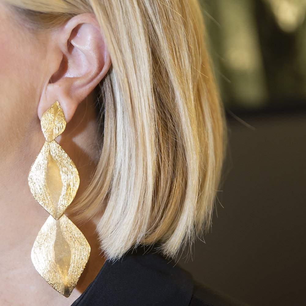 Foto degli orecchini Parentesis, i gioielli di tendenza del momento
