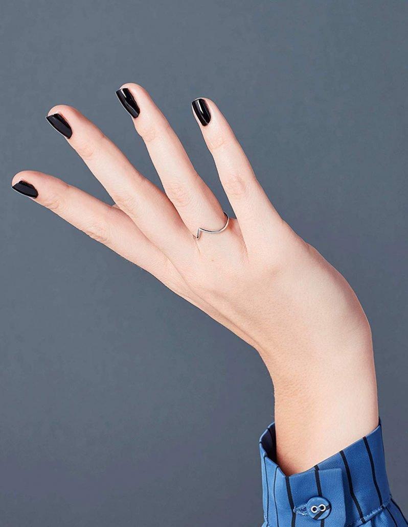 Manicure con smalto nero