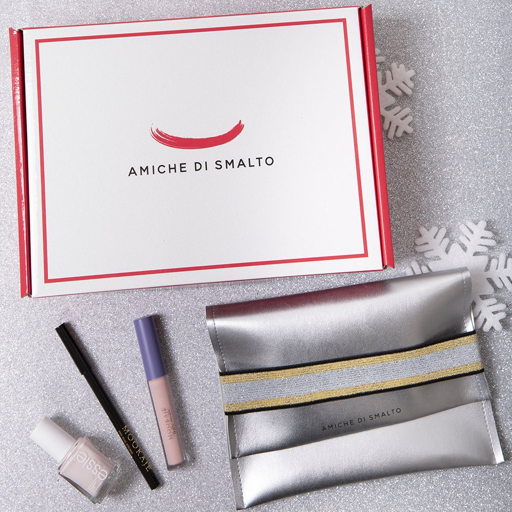 Foto della Beauty Box Amiche Di Smalto look nude