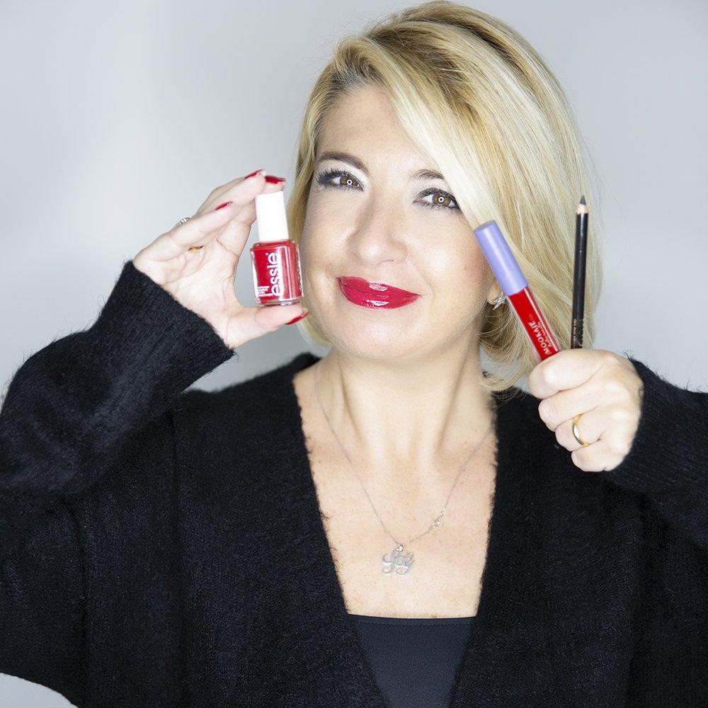 Foto dei prodotti della Beauty Box di Amiche Di Smalto rossa
