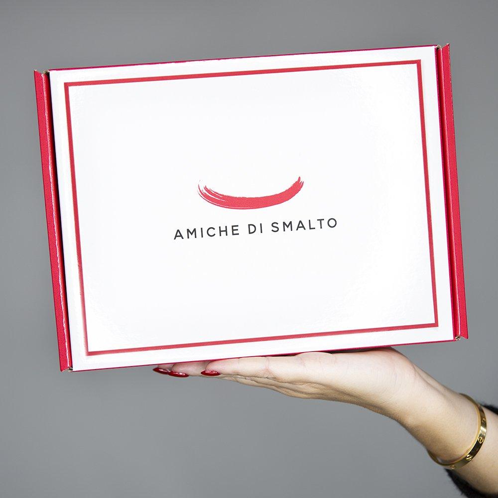 foto della scatola della Beauty Box di Amiche Di Smalto