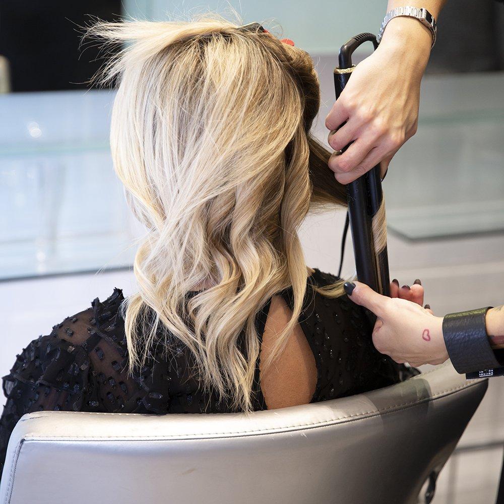 foto di messa in piega con capelli ricco