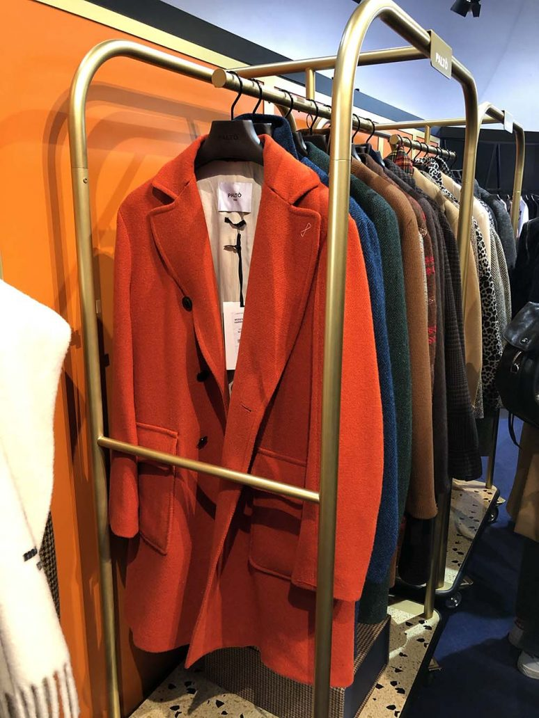 Foto di cappotto arancione Paltò