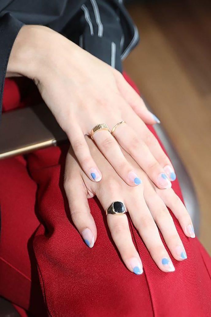 Foto di unghie con nail art estiva