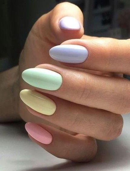Foto di unghie con più colori