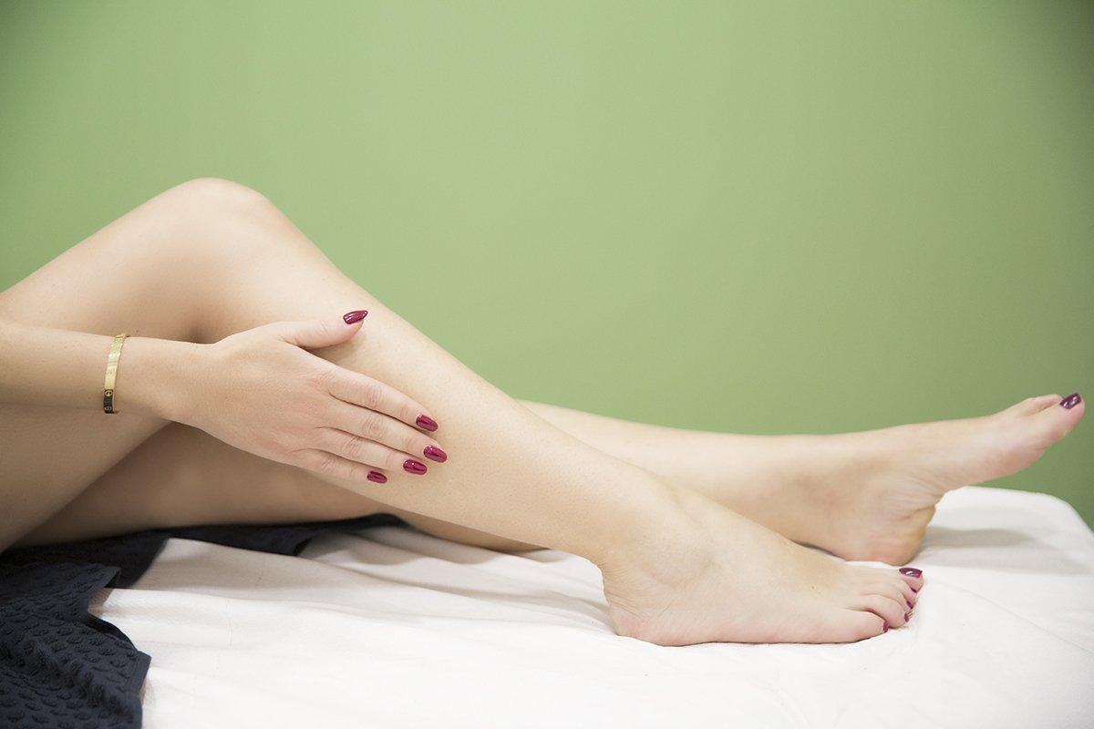 Foto di epilazione permanente alle gambe