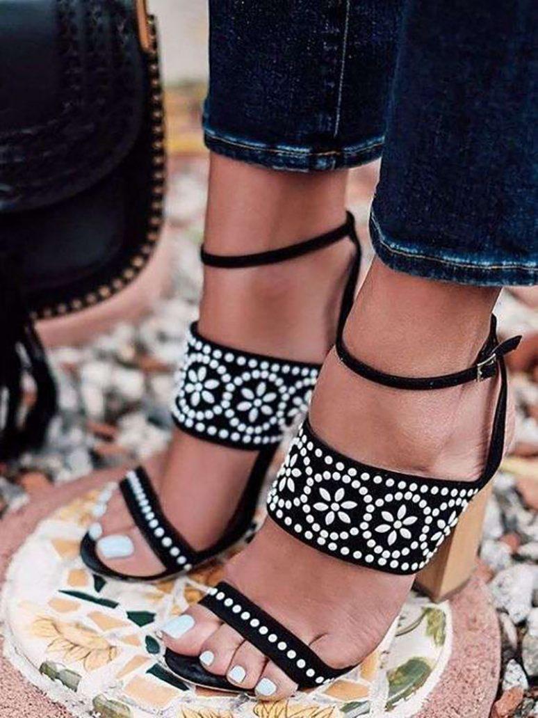 Foto di smalto piedi bianco
