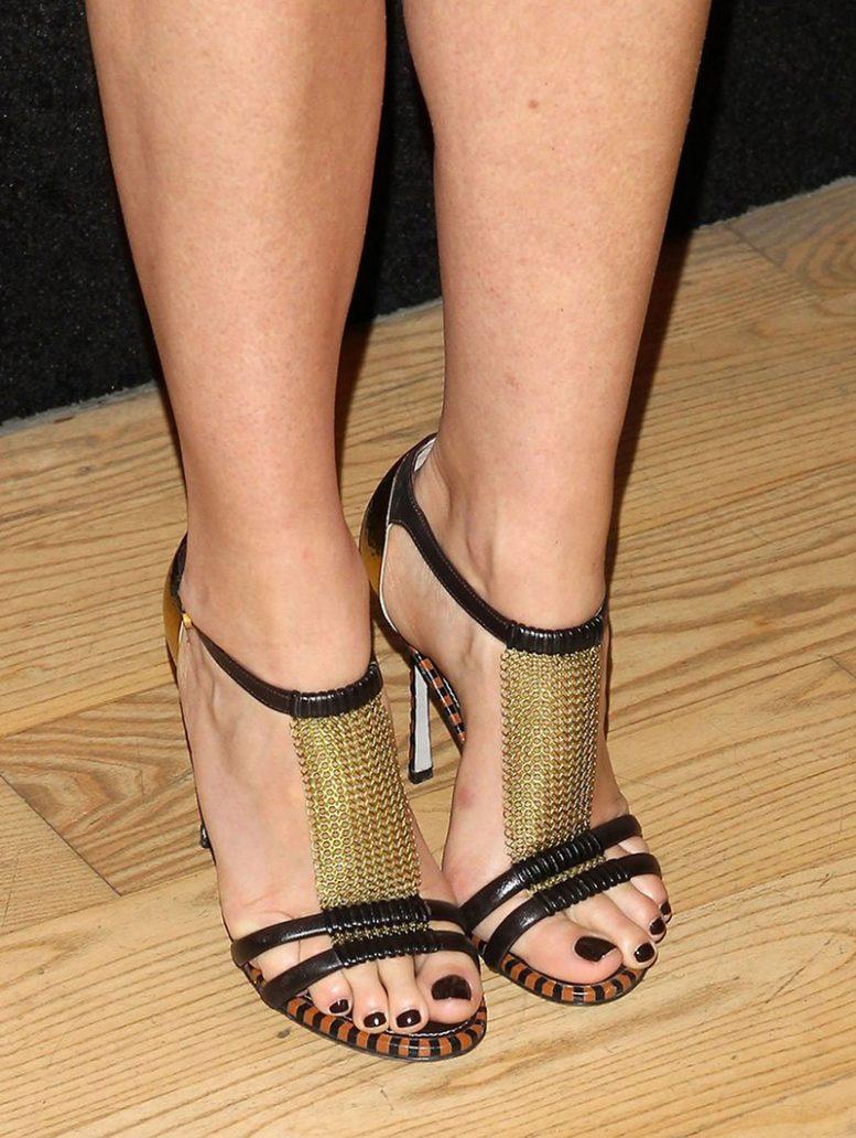 Foto di smalto nero ai piedi
