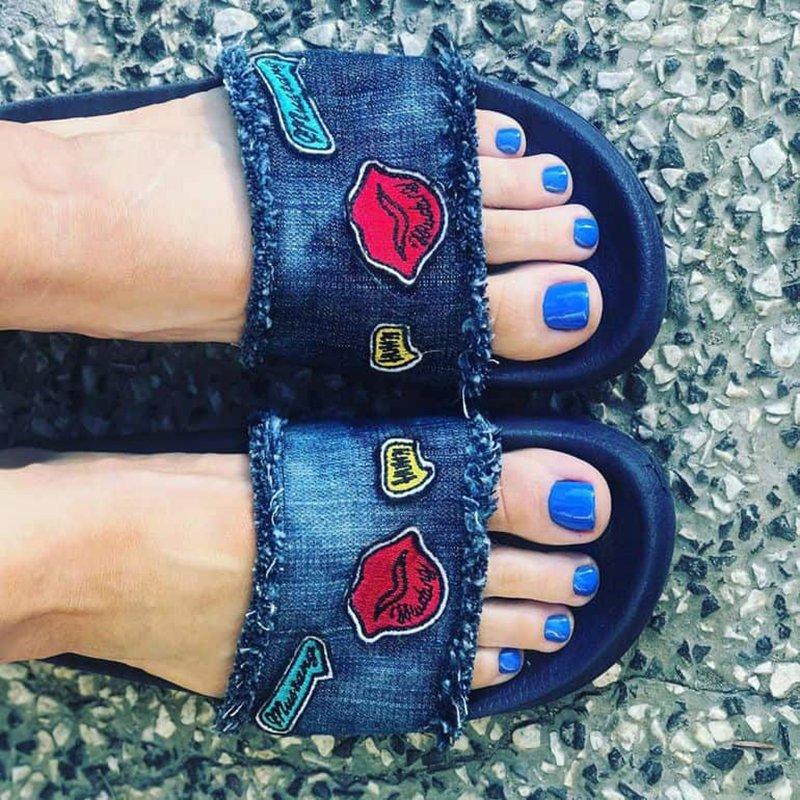 Foto di smalto blu per i piedi