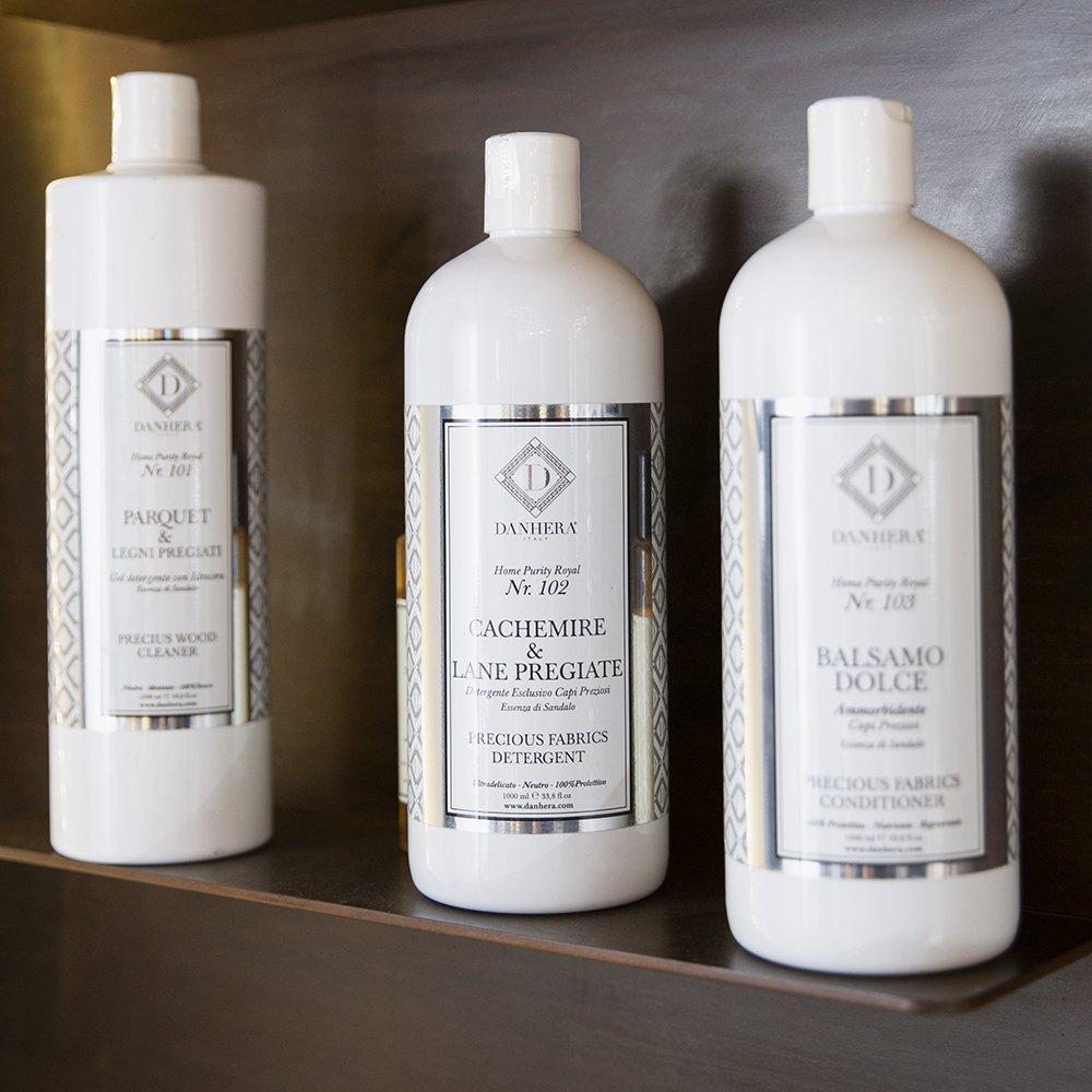 Foto di detergenti profumati per la profumare la biancheria e i tessuti
