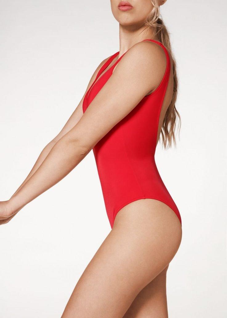 Moda mare 2020: costume rosso Calzedonia