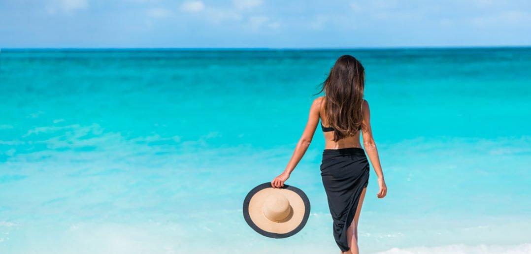 Foto di donna in spiaggia