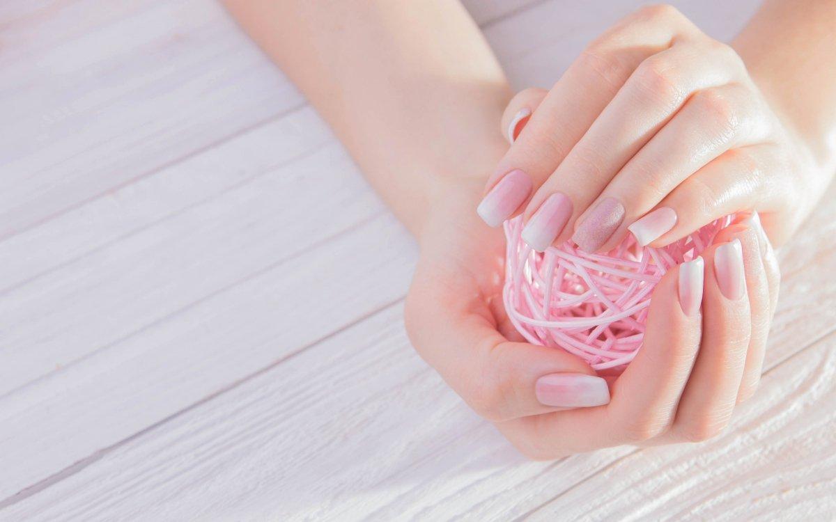Foto di manicure baby boomer sfumata