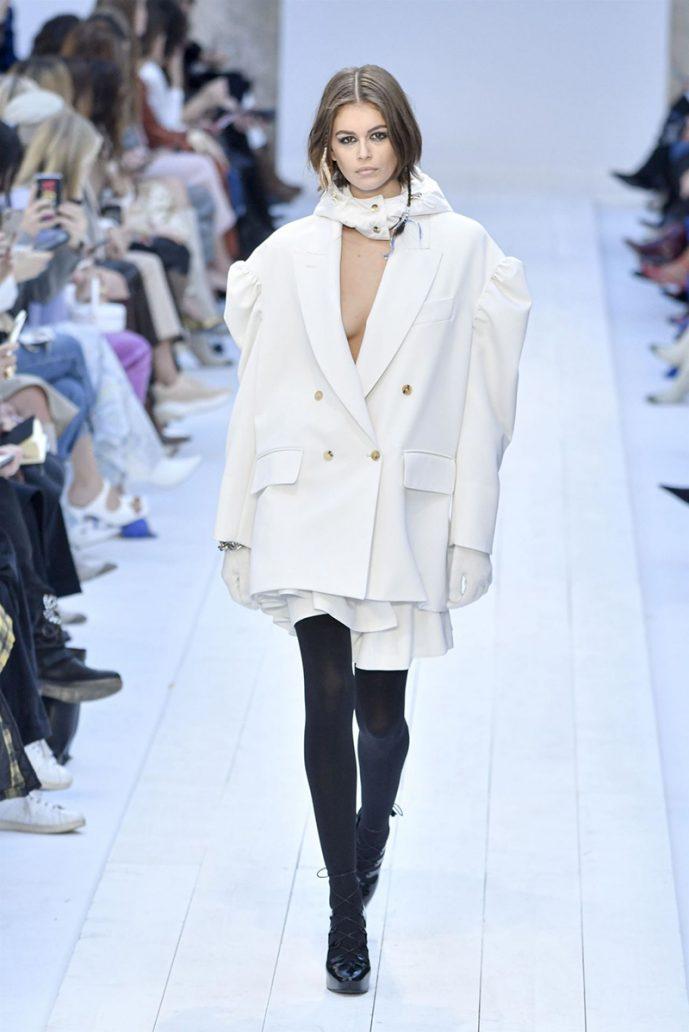 Foto di giacca Max Mara bianca con maniche a palloncino