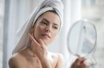 Foto di donna allo specchio
