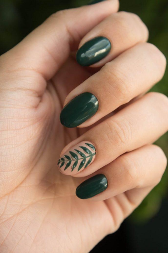 Foto di nail art con unghie ovali a mandorla