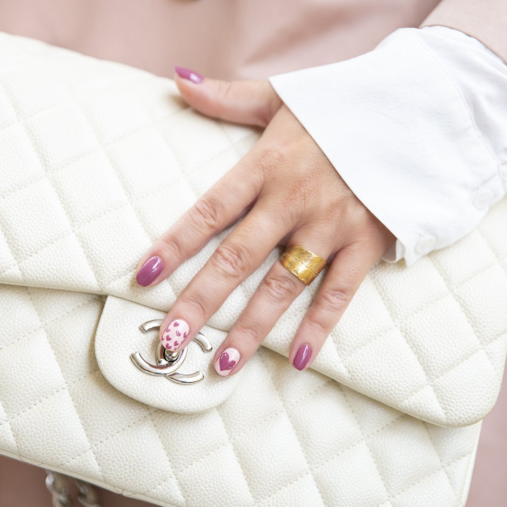 Foto di borsa chanel con smalti fashion