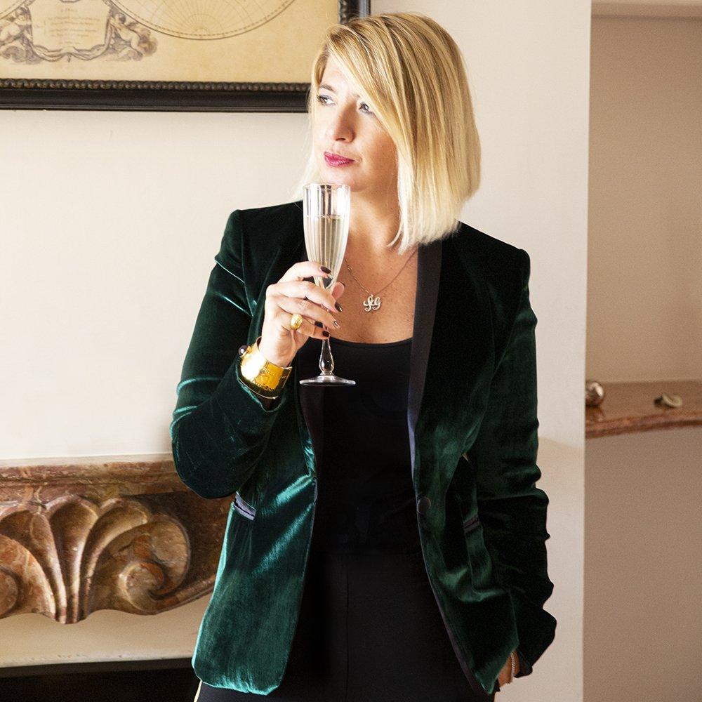 Foto di giacca smoking in velluto verde