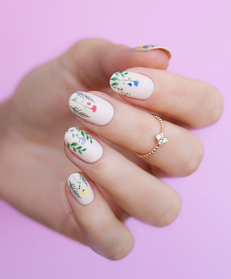 Foto di nail art floreale