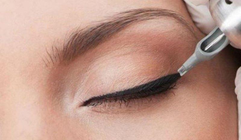 Foto di come si effettua il trucco semipermanente occhi