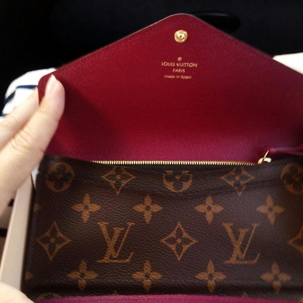 Foto di portafogli Louis Vuitton come regalo di Natale 2020 per lei