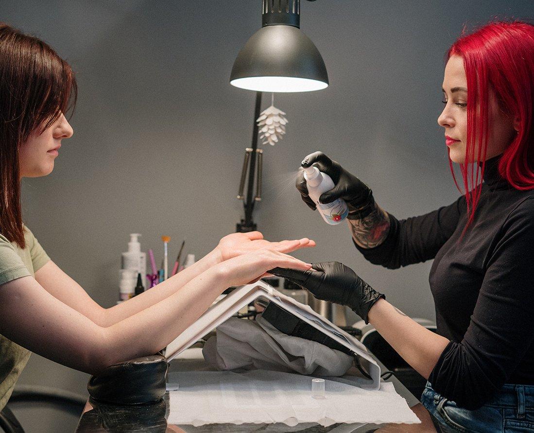 Foto con manicure smalto semipermanente