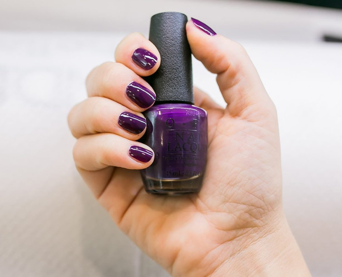 Foto di manicure con smalto OPI