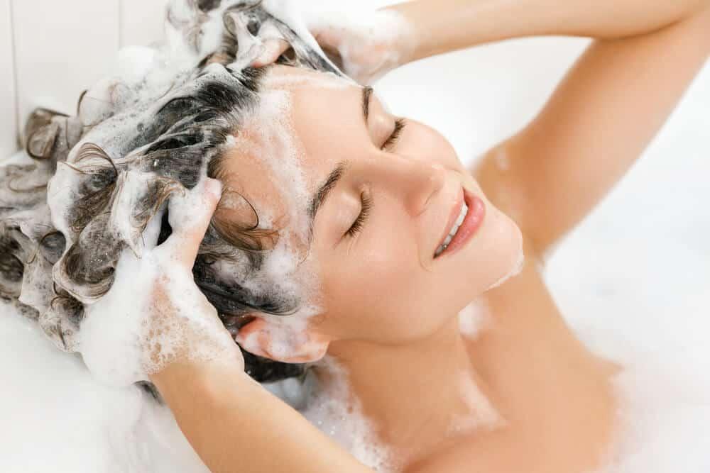 Foto di massaggio alla testa dopo shampoo