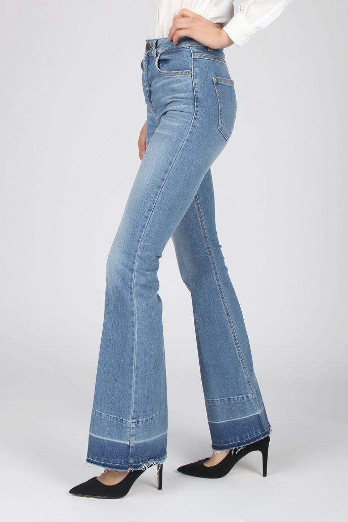 Foto di jeans a zampa