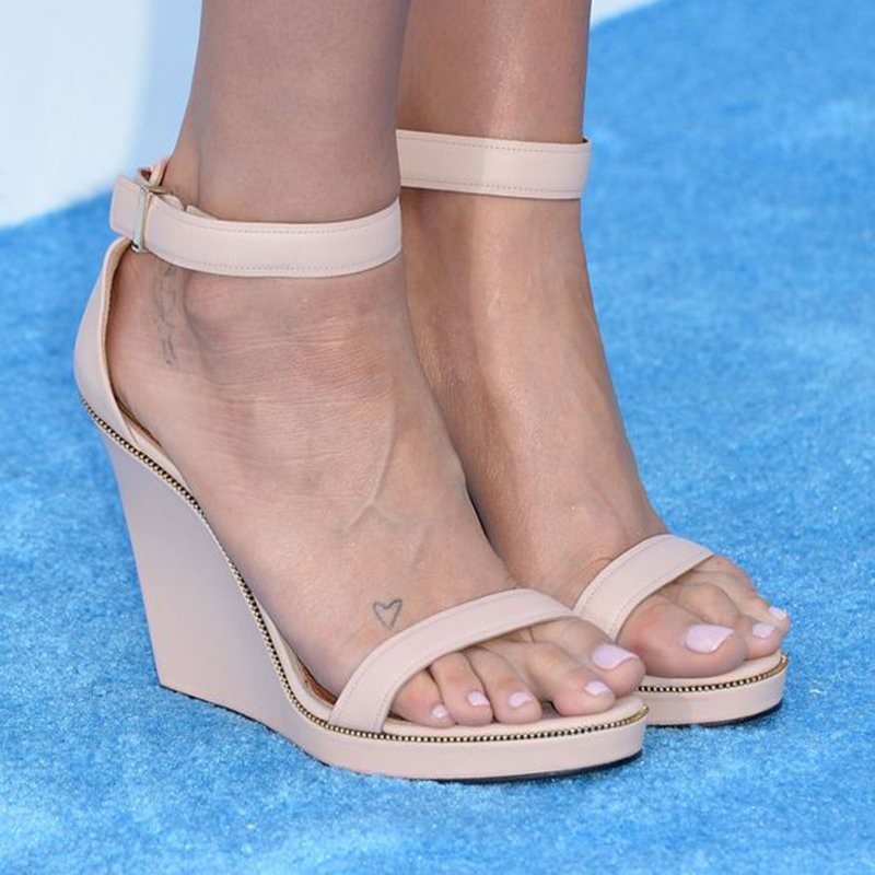 Foto di unghie piedi 2021 color pastello