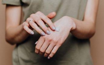 Foto di mani con crema