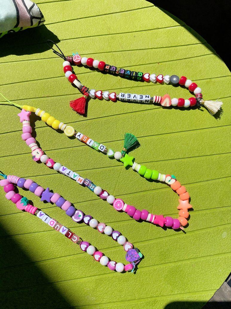 Foto di vari phone beads colorati