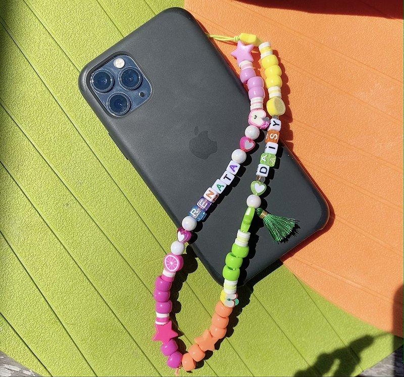 Foto di collana per cellulare al telefono