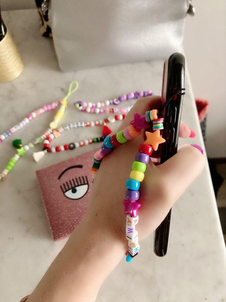 Foto di come si mette il phone beads